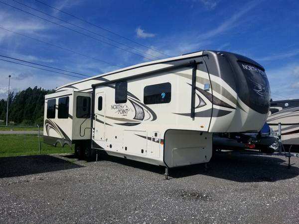 Photo 2019 Jayco North Point 35 Ft 5th Wheel - $86,500 (Punta Gorda)