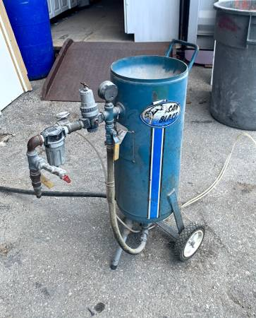 Photo 26quot Wide by 33quot Tall Blue San Blast Sand Blaster Model USA100 - Used - $349 (Bonita Springs)