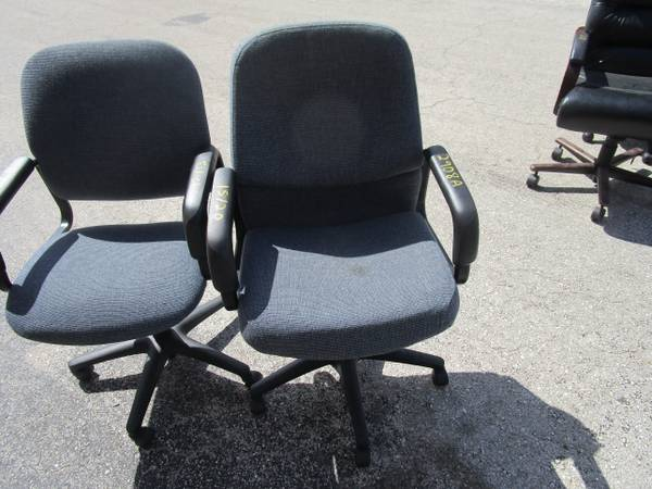 Photo 30 HON OFFICE CHAIRS VERY NICE ON WHEELS GOOD AS IT GETS - $15 (FT MYERS)