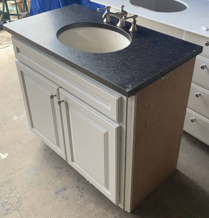 Photo 38.5quot Wide White Bathroom Vanity Granite Top Kohler Sink 2 Doors -Used - $249 (Bonita Springs)