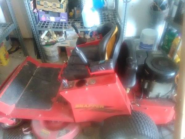 Photo 38 inch SNAPPER ZERO TURN RIDING MOWER - $1 (LEHIGH ACRES)