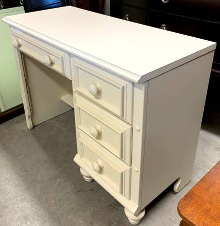 Photo 40quot Wide White Wooden Desk With 4 Drawers - Used - In Good Condition - $229 (Bonita Springs)