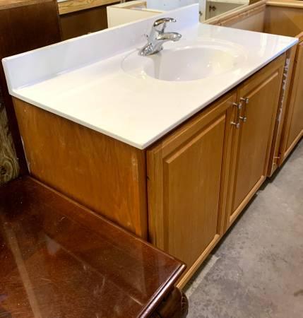 Photo 44.5quot Wide Brown Bathroom Vanity With Cultured Marble Top 2 Doors Used - $499 (Bonita Springs)