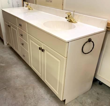 Photo 82quot White Bathroom Vanity W Granite Top 2 Sinks - Used - In Good Cond - $299 (Bonita Springs)