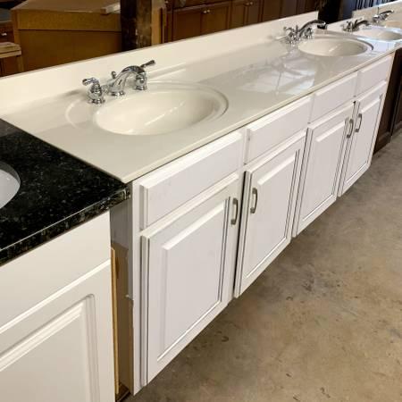 Photo 84quot Wide White Bathroom Vanity W Granite Top 6 Pull Out Shelves -Used - $249 (Bonita Springs)