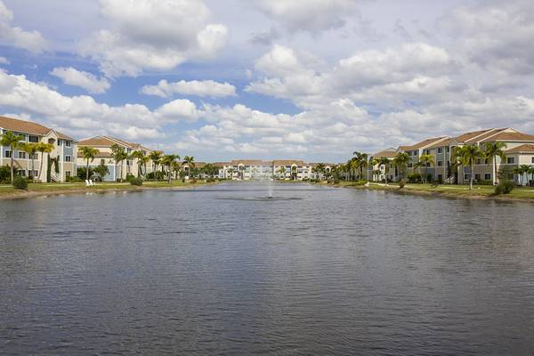 Photo Amazing 3 Bedroom, 2 Bathroom Apartment Home (7500 Omni Lane Fort Myers, FL)
