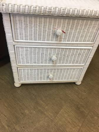 Photo Beautiful waist high white wicker chest, 3 drawers. - $95 (Naples Florida)
