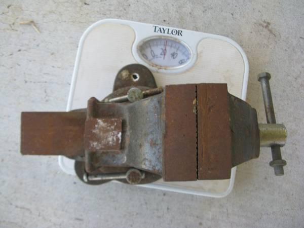 Photo Bench Vise,Blacker  Decker jigsaw, circular saw, Sears 6 ton jack - $15 (St James City)