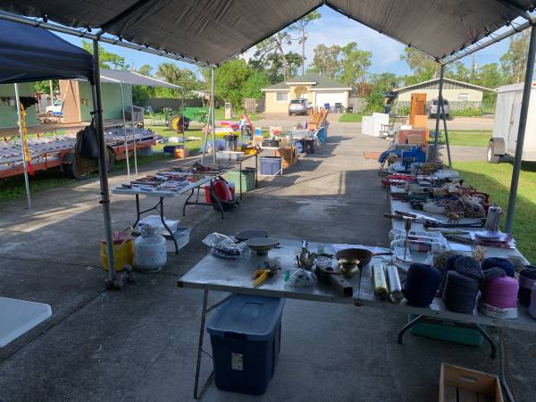 Photo BigYard Sale - all kinds of stuff - New and Used (Fort Myers)
