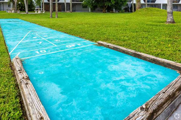 Photo Coral Waters - Magnificent amenities. Great location. (South Fort Myers)