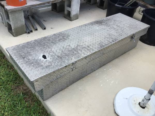 Photo DIAMOND PLATE ALUMINUM TRUCK TOOL BOX FOR PICK UP - $40 (Cape Coral)