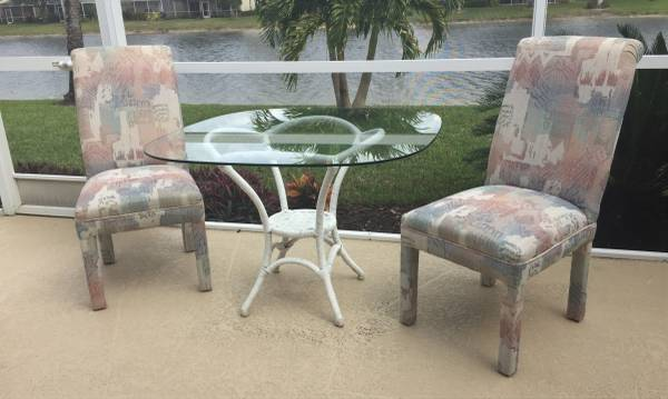 Photo Dining Set Rattan Table Base, Glass Top 2 Chairs - $80 (I-75  Immokalee (exit 111))
