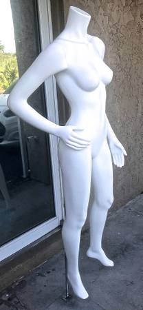 Photo FEMALE MANNEQUIN FOR YOUR CLOTHING STORE - $99 (FORT MYERS)