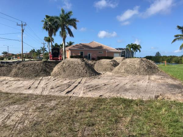 Photo FILL DIRT SALE $ 160 PER TRUCK LOAD HABLAMOS ESPAOL - $160 (Fort Myers)