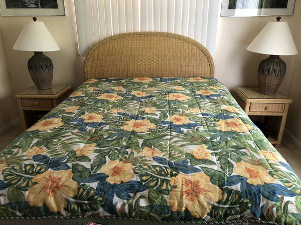 Photo Genuine wicker Queen bedroom set - $750 (Port Charlotte)