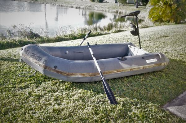 Photo Inflatable boat for sale motor - $300 (North Fort Myers)