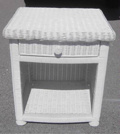 Photo LARGE WHITE WICKER NIGHTSTAND FINISHED ON ALL 4 SIDES - $60 (VENICE)