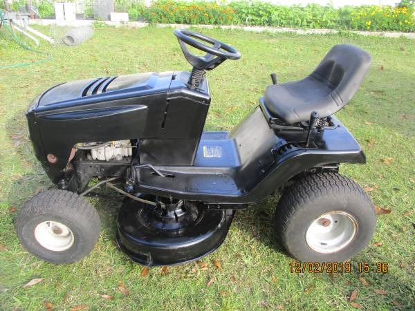 Photo Murray Select wide body riding mower - $300 (port charlotte)