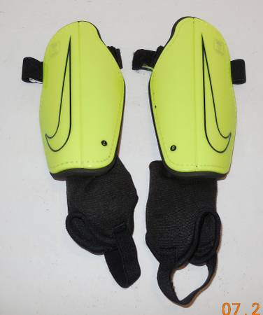 Photo Nike Youth Soccer Shin Guards Size Medium Yellow Black - $10 (North Fort Myers)