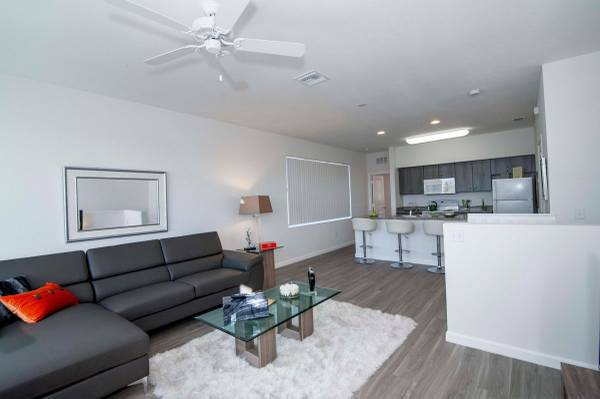 Photo One Bedroom Home with Granite countertops, 24 Hr On-call maintenance
