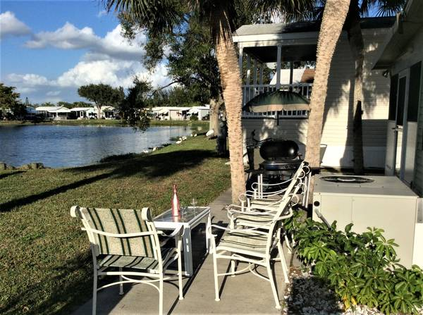 Photo PET FRIENDLY PARK HOME WITH LAKE VIEW NEAR BEACHS (Fort Myers Beach)