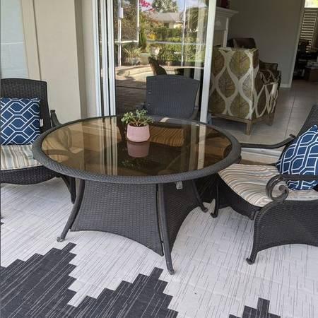 Photo Patio Table with Chairs - $200 (deep creek)