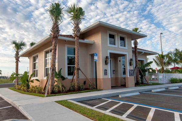Photo Pet-friendly community, Washer  dryer connections, Bark Park (14401 Metro Parkway, Ft Myers  SW Florida, FL)