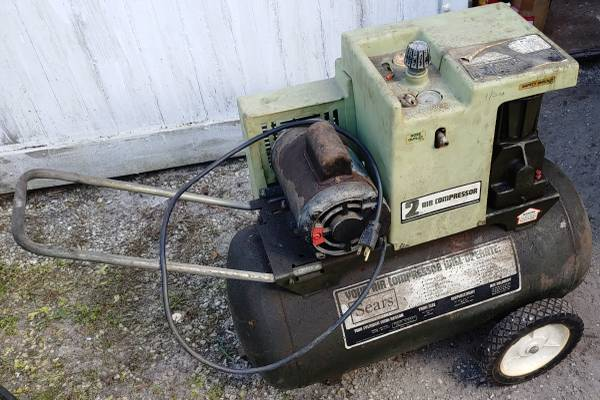 Photo Sears Craftsman Air Compressor 125 psi, 20 Gallons CHEAP (coral gables)