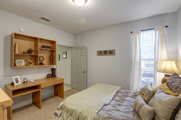 Photo Sublet 1 Bed  1 Bath (4x4.5 Apartment) (Ta)