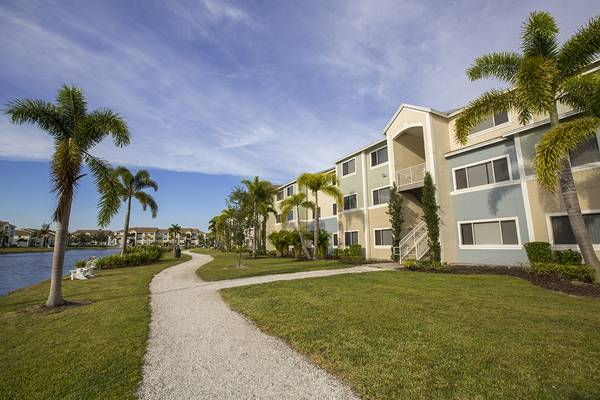 Photo Sunny Skies at Lexington Palms....YEAR ROUND (7500 Omni Lane Fort Myers, FL)