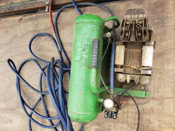 Photo TWIN TANK Air Compressor- Read Description - $40 (Port Charlotte)