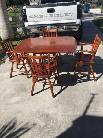 Photo Vintage Cushman creations 4 arm chairs  dropleaf table maple vt - $500 (Fort Myers)