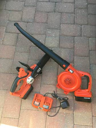 Photo black and decker Blower and chainsaw - $110 (naples)