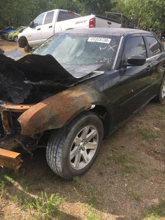 Photo 06 Chrysler 300 parts (Fort Smith)