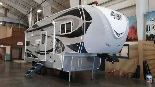Photo 2019 Arctic Fox 27-5L 5th Wheel - $50,500 (West Fork)