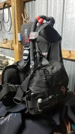 Photo Aeris Sport diving buoyancy compensator - $200 (Ozark)