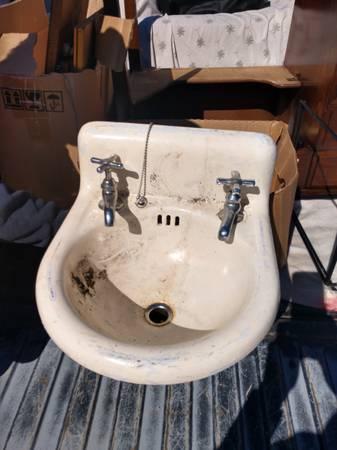 Photo Authentic antique cast iron sink - $60 (Hot Springs)