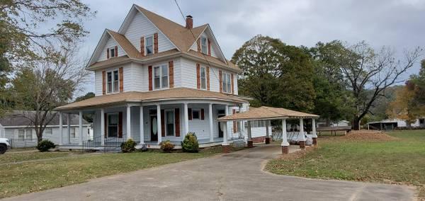 Photo Back on the Market, Turn of the Century Home (Ozark AR)