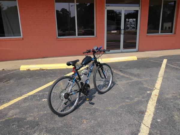 Photo Roadmaster 18 speed Gas Mtn Bike - $895 (Fort Smith)