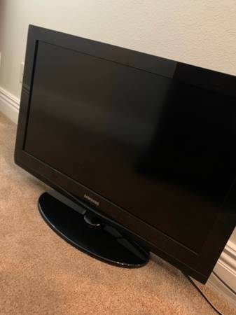 Photo Samsung HDTV 32 (LN32C350D1D) - $180 (Fort Smith)