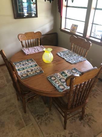 Photo Solid Oak Dining Table set - $375 (Greenwood)