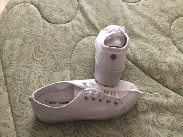 Photo Steve Madden White Tennis Shoes - $7 (Owasso)