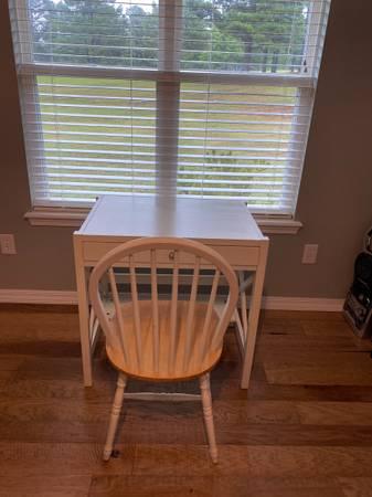 Photo White Desk and chair - $35 (Hackett)