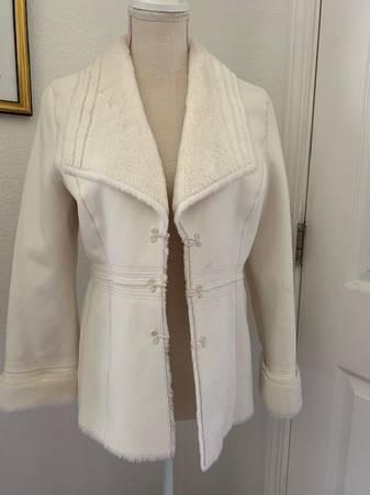 Photo White House and Black Market white jacket - $40 (Springdale)