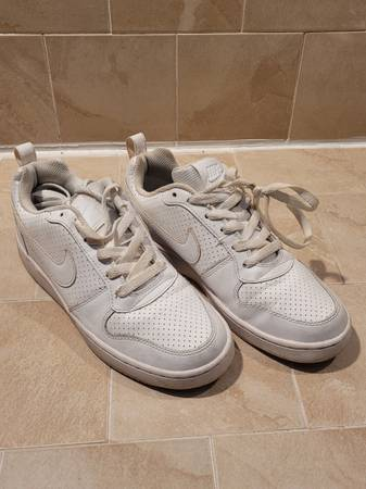 Photo Womens white Nike shoes - $20 (FORT SMITH)