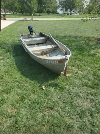 Photo 1239 Aluminum Jon Boat with Oars, Anchor and Motor - $300
