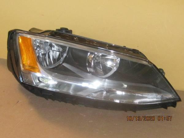 Photo 17 18 VW Jetta RH headlight (OEM) - $125 (Ft Wayne IN)