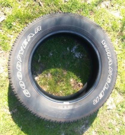 Photo (1) SINGLE Goodyear Wrangler SR-A 275 60 20  Tires NICE or Trade - $60 (Other GM  Ford  Ram Tires  Wheels Available -- Fort Wayne)