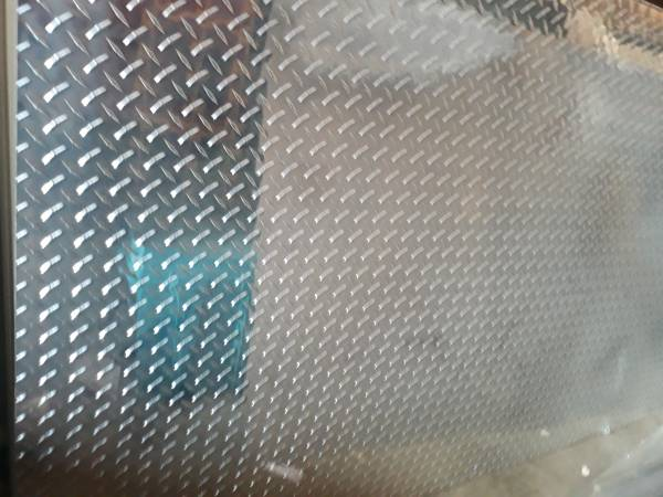 Photo 1 pieces of 4 by 8 aluminum diamond plate - $75 (Fort Wayne)