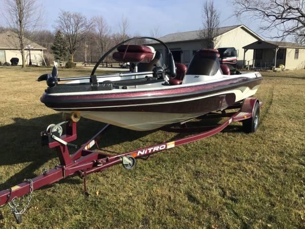 Photo 2000 Nitro NX750DC Bass Boat - $12,995 (Hoagland, Indiana)